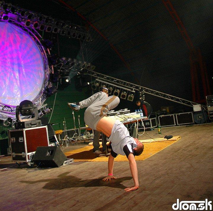Hlavolam @ breakdance