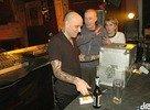 týpek namotáva DJ Trávu, nech zahrá jeho obľúbenú pesničku :-)))